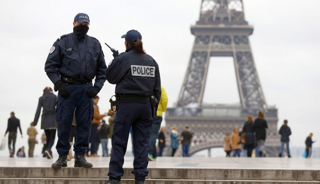 Foto: Franţa îşi plânge morţii din atacurile teroriste. Ce măsuri a anunţat premierul