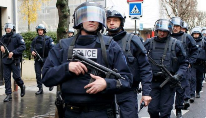 Foto: Franța: Se cere reinstituirea stării de urgență după atentatele de vineri