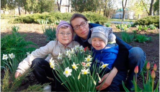 Doi frați de 7 și 10 ani au fost găsiți morți într-un cufăr în Ucraina - frati-1632321300.jpg