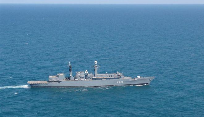 Foto: Echipajul Fregatei Regina Maria, în doliu
