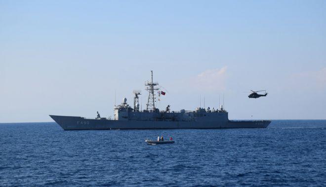 """Foto: Fregata """"Regele Ferdinand"""", în misiune alături de alte nave militare"""