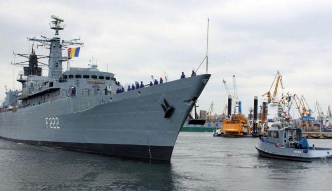 Foto: Fregata Regina Maria arborează pavilionul NATO la catarg