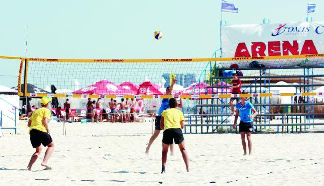 Frige nisipul în Mamaia! Start al Campionatelor Naţionale de volei pe plajă - frige1-1534175225.jpg