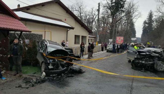 Foto: IMPACT FRONTAL FATAL! Un om a murit, iar altul este grav rănit, după ce două maşini s-au ciocnit