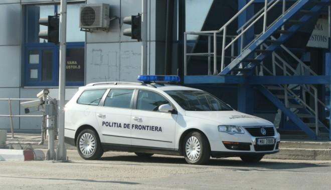 Foto: Maşină cu acte falsificate, oprită la graniţă