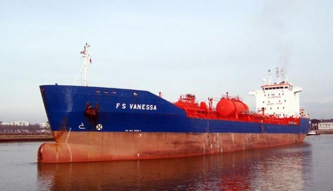 Foto: Marina nigeriană a interceptat şi arestat o navă belgiană cu şase români la bord