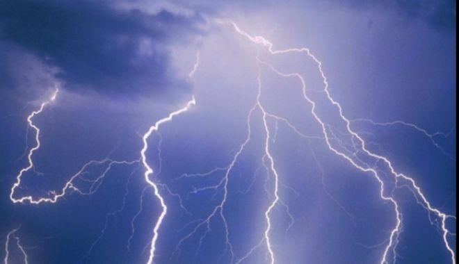 ATENŢIE! Furtuni cu fulgere izolate, duminică, la Constanţa