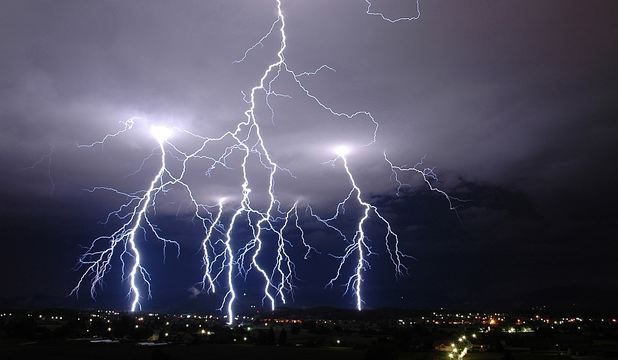 Foto: Fenomen rar. Europa, lovită de peste 175.000 de fulgere în 2 zile