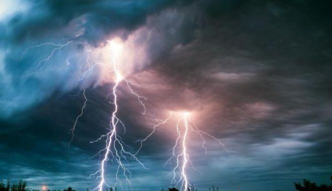 ATENŢIE! COD GALBEN DE FURTUNĂ şi fulgere, la Constanţa