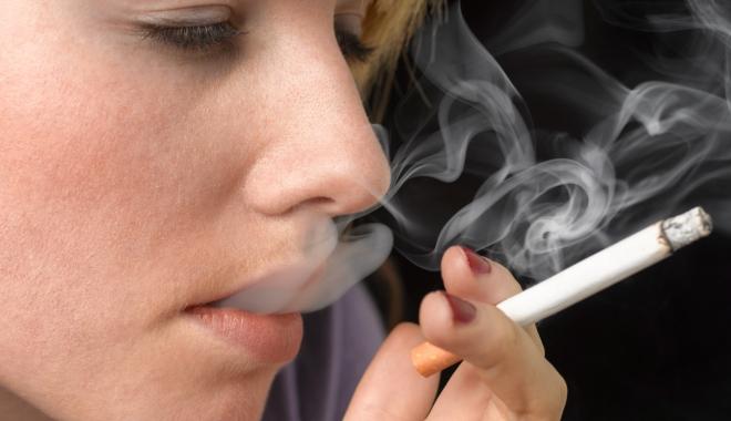 Foto: Cât de negative sunt efectele fumatului asupra sănătăţii orale