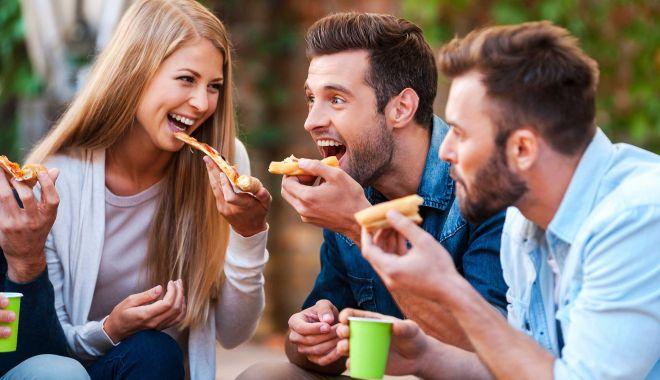 Foto: Fumători, fiți atenți ce băgați în gură!