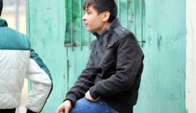 Foto: Fumătorii fără buletin. Zeci de mii de adolescenţi constănţeni cu ţigara în gură