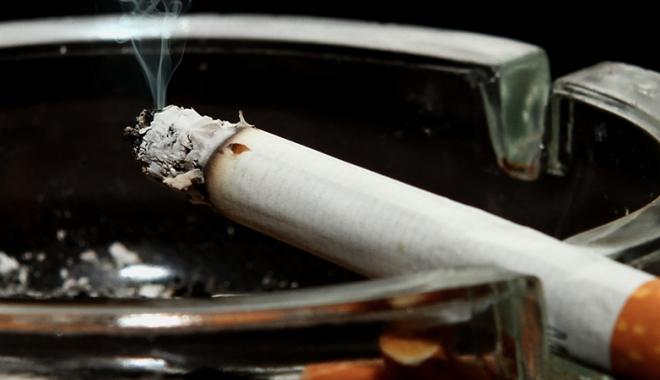"""Foto: Presiuni pentru reintroducerea fumatului în baruri. """"Este o schilodire a legii antifumat"""""""