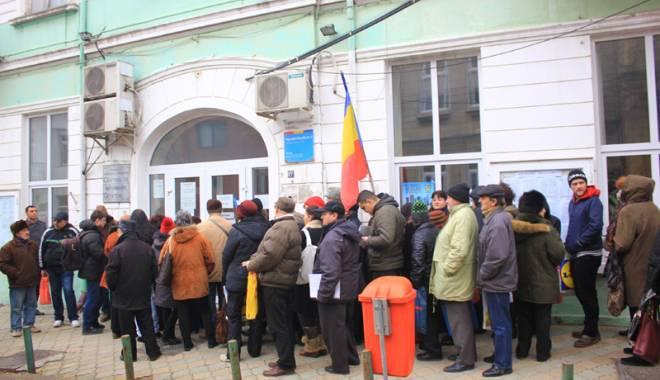 Foto: Funcţionarii publici  şi angajaţii  din administraţie  ies în stradă