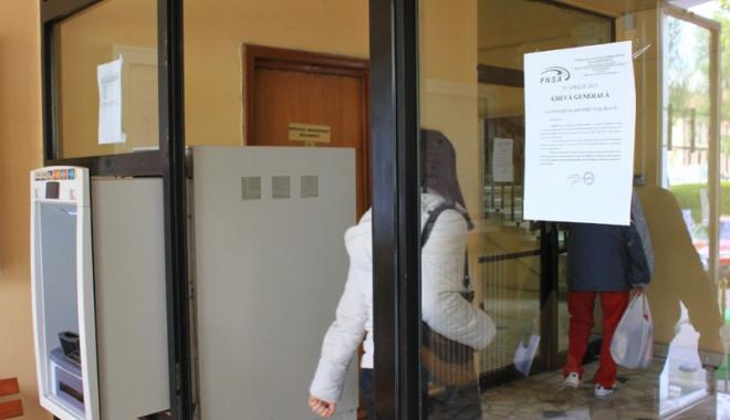 Foto: Funcţionarii publici cer demisia ministrului Muncii, Olguţa Vasilescu