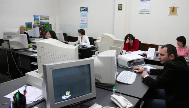 Foto: Angajaţii Primăriei Constanţa, salarii cu 12% mai mari