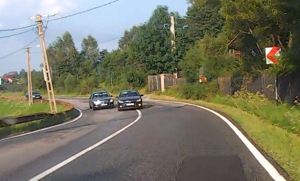 Foto: Şoferii ar putea depăşi pe linie continuă. Iată în ce condiţii