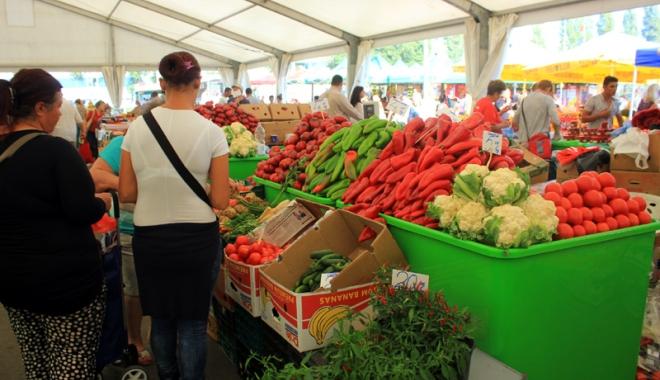 Foto: Fructele şi legumele din import, verificate de inspectorii sanitari