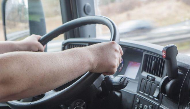 Șofer român de TIR, jefuit de marfă de 40.000 de euro, pe o autostradă din Italia - furt-1631863150.jpg