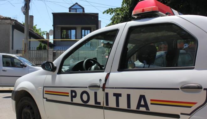 Foto: Prinși de polițiști, după ce au furat cafea și țigări, din două magazine din Constanța!