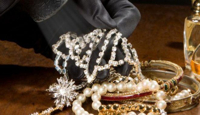 Foto: Constănțean căutat pentru un furt în Austria: ar fi fugit cu mii de euro și bijuterii