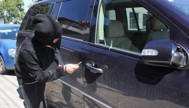 Foto: Constănţean LOVIT DUR, în timp ce a surprins un hoţ că îi fura din maşină