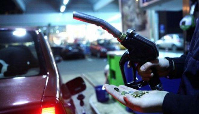 Foto: A furat benzină din peco, pentru o maşină neînmatriculată!