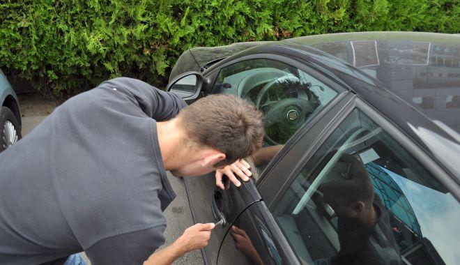 Foto: Hoț prins la scurt timp după ce a spart o mașină