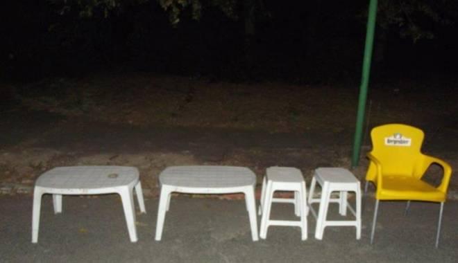 Foto: Fura mobilierul de pe plajă. S-a ales cu dosar penal!