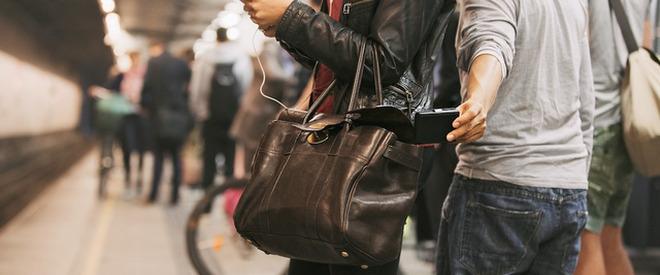 Foto: Furt la Constanţa. Cum a rămas o minoră fără telefonul mobil