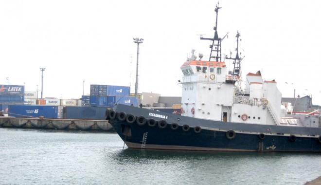Foto: Furtuna a paralizat porturile Constanţa, Midia şi Mangalia
