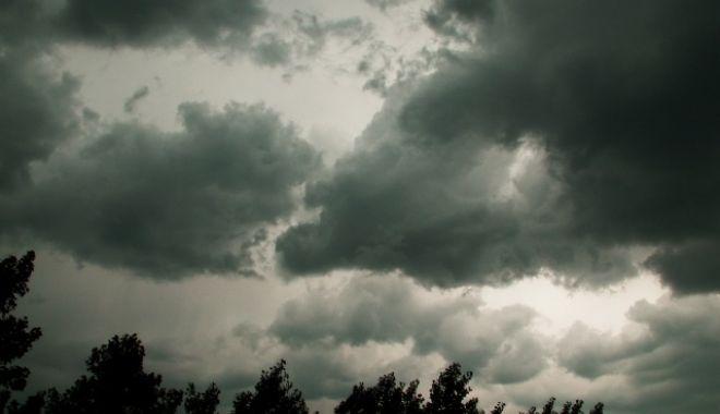 SE STRICĂ VREMEA DIN NOU! CONSTANȚA, SUB COD GALBEN DE PLOI TORENȚIALE ȘI VIJELII - furtuna-1531465785.jpg