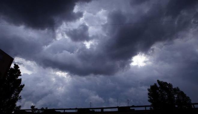 Foto: AVERTIZARE ANM! Furtunile din vest vor cuprinde toată ţara, de marţi! Temperaturile vor scădea drastic