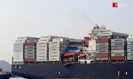 Foto: Furtuna a distrus containerele de pe o navă