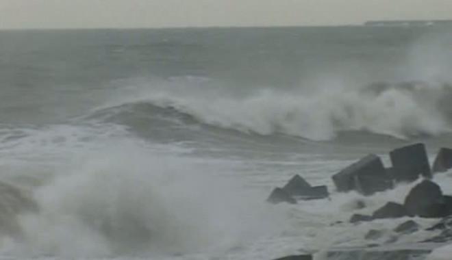 Foto: Furtuni şi vijelii la CONSTANŢA / Porturile maritime sunt închise