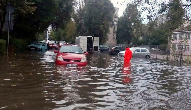 Foto: PLOILE TORENŢIALE FAC RAVAGII! Zeci de reclamaţii în Constanţa şi Eforie, din cauza inundaţiilor