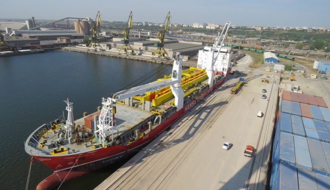 Foto: Fuziune spectaculoasă în portul Constanța