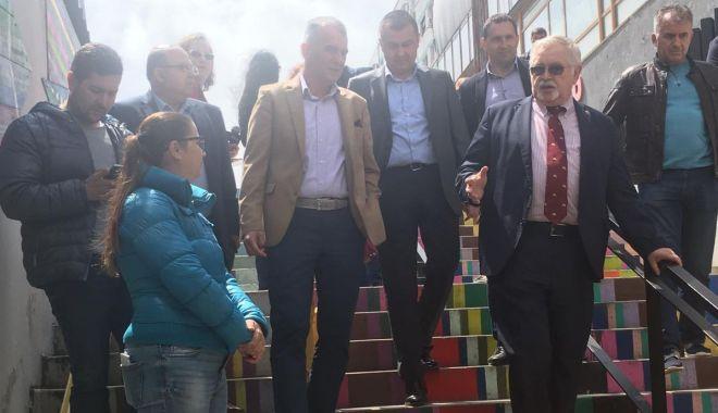 """Foto: Gabriel Daraban: """"Am ales să-i arătăm ministrului Energiei o galerie unică  în România"""""""