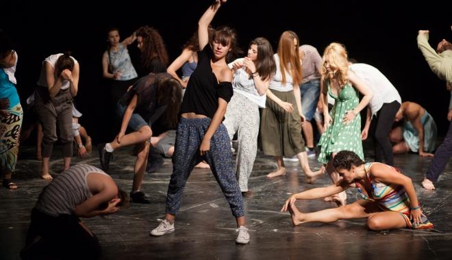 Foto: Tinerii actori se luptă cu singurătatea, la Gala HOP