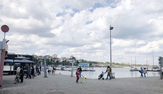 GALERIE FOTO / Centrul vechi și Portul Tomis, luate cu asalt de constănțeni - galerie6-1591008018.jpg