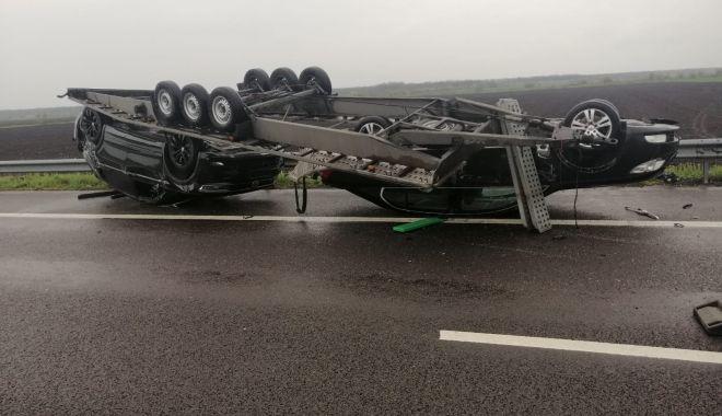 GALERIE FOTO. Accident pe Autostrada Soarelui. O remorcă încărcată cu două autoturisme s-a răsturnat - galeriefotoaccident-1618911464.jpg