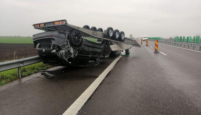 GALERIE FOTO. Accident pe Autostrada Soarelui. O remorcă încărcată cu două autoturisme s-a răsturnat - galeriefotoaccident1-1618911509.jpg