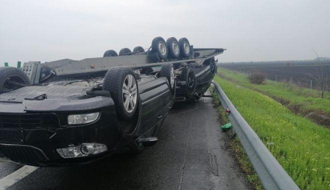 GALERIE FOTO. Accident pe Autostrada Soarelui. O remorcă încărcată cu două autoturisme s-a răsturnat - galeriefotoaccident3-1618911536.jpg