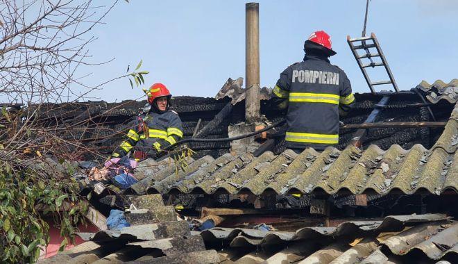 GALERIE FOTO. Casă distrusă de flăcări, în judeţul Constanţa - galerieincendiu1-1632316558.jpg