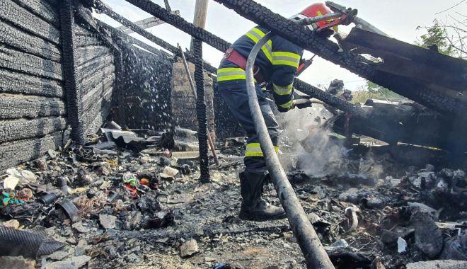 GALERIE FOTO. Casă distrusă de flăcări, în judeţul Constanţa - galerieincendiu2-1632316590.jpg
