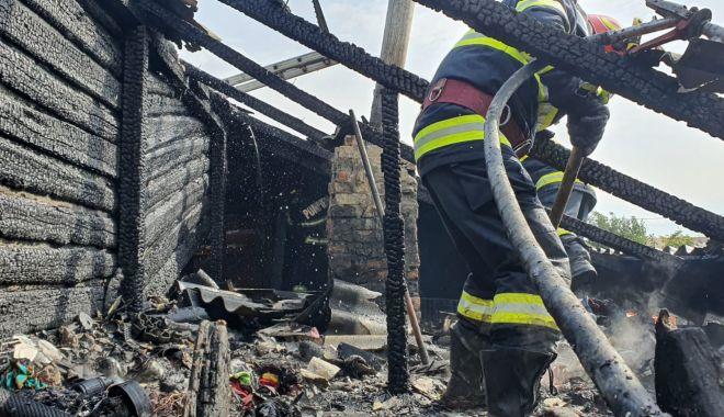 GALERIE FOTO. Casă distrusă de flăcări, în judeţul Constanţa - galerieincendiu3-1632316602.jpg