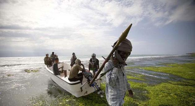 Foto: O navă capturată de piraţii somalezi s-a scufundat