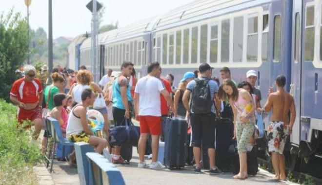 Foto: Trenuri SUPLIMENTARE spre şi dinspre LITORAL