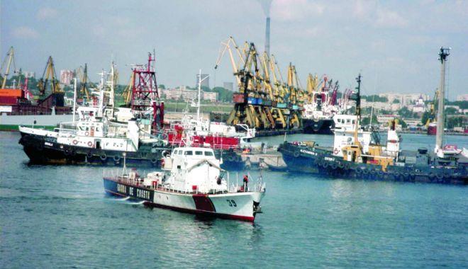 Foto: La Garda de Coastă, investiţii cu ţârâita, probleme multe. Lucrări de reparații pentru ambarcațiuni