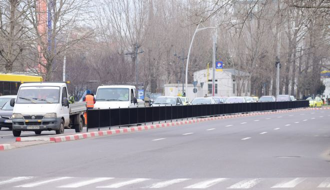 GALERIE FOTO / Premieră la Constanţa ! Garduri pe mijlocul străzii pentru protecția pietonilor